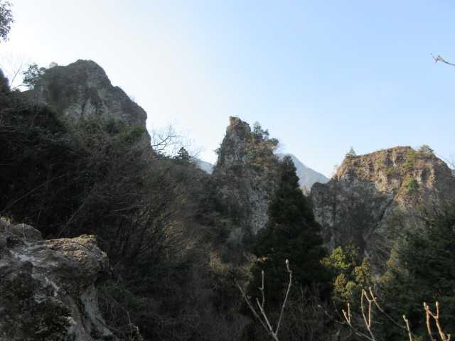 IMG8929JPG朝日を受ける岩峰群