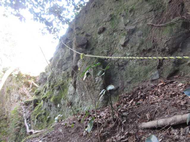 IMG8933JPG岩壁の難所が続く