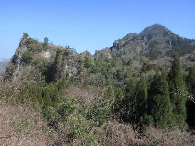 IMG8968JPG車道から岩峰群1