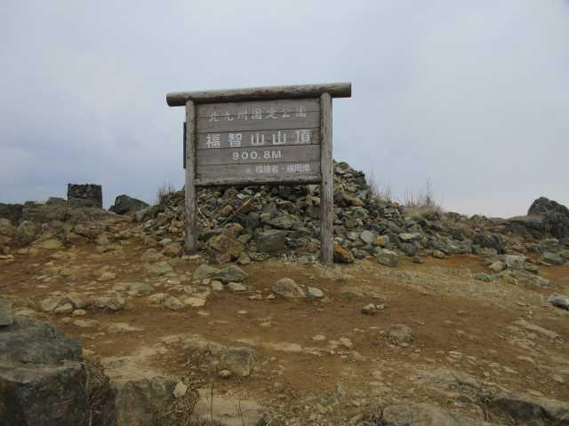 IMG9107JPG曇天模様の山頂誰も居ない