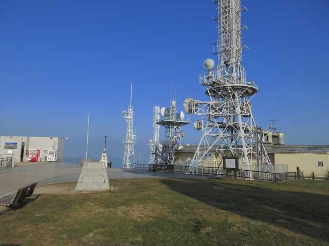 IMG9195JPGアンテナ群の山頂