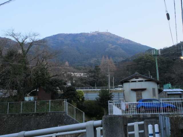 IMG9206JPG高速道歩道橋より皿倉山