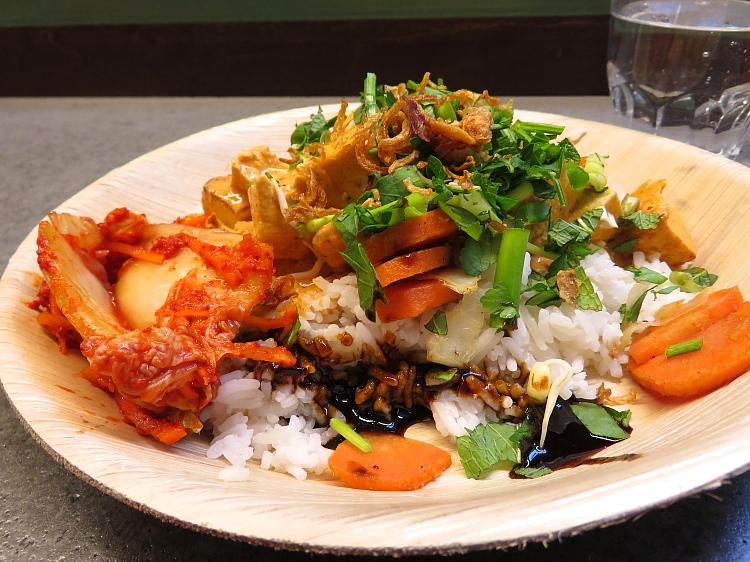 ヘルシンキ Kamppi 6K フードコート レストラン Kimchi Wagon