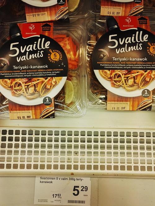 フィンランド スーパー 照り焼き チキン 焼きそば