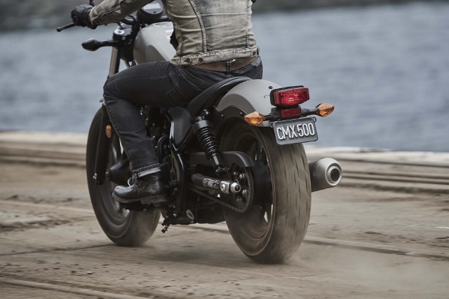 2017-Honda-Rebel-500-300-lifestyle-05 (640x427)