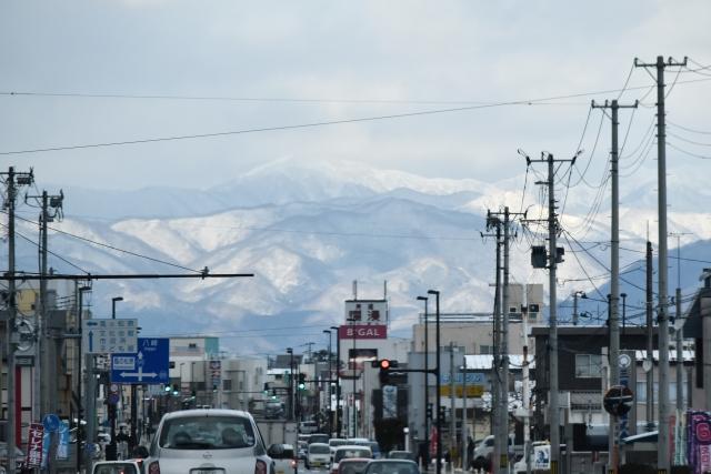 能代市街からの白神山地2016120000001