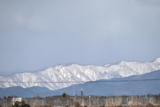 能代市街からの白神山地2016120000007