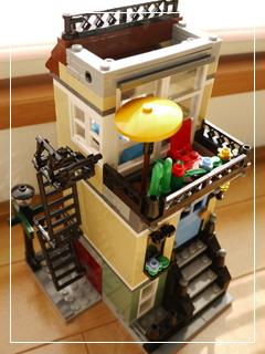 LEGOParkStreetTownhouse70.jpg
