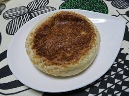 170203a_LAWSON3_平焼きチーズカレーパン(グリーンカレー)