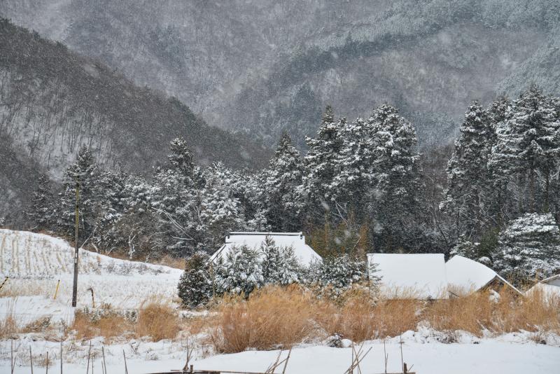 「冬の山村1」