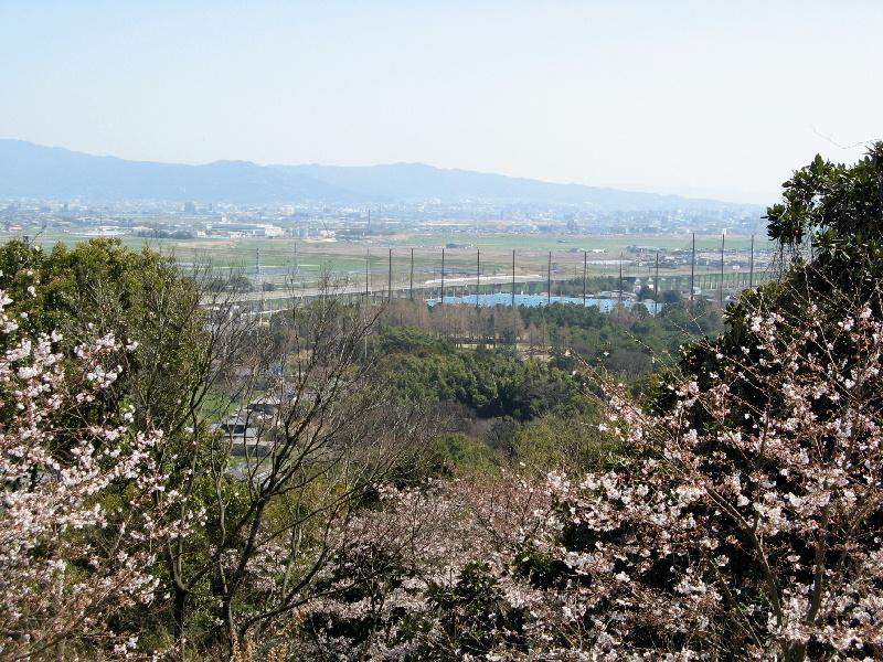 朝日山公園から見た新幹線