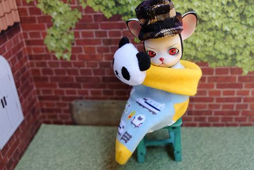 球体関節人形の動物ドール、パンジュ・ブラックルシアン、ベビーソックスに入れられた。。。