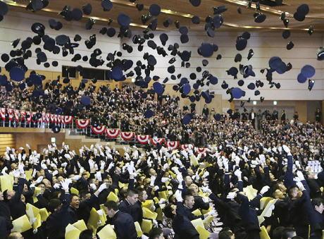 防衛大学校 卒業式 任官拒否 特別職国家公務員 給与 返納 自衛隊 綱紀粛正 国防