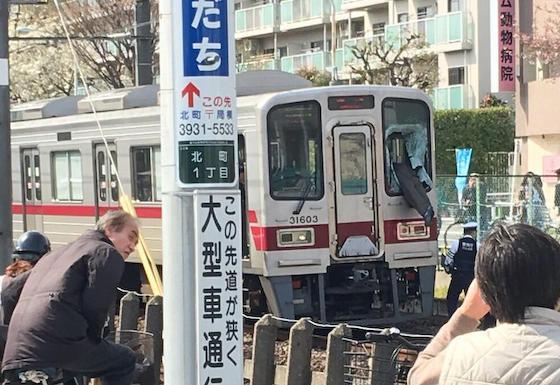 東武東上線 快速電車 東武練馬駅 ガラス