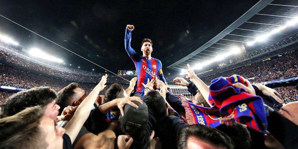 Fanático de cómo Messi ha ido a celebrar el 6-1 con la grada