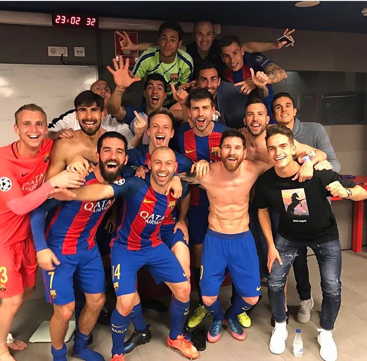 Barcelona vs PSG 6-1 Team pic in the locker room after the game