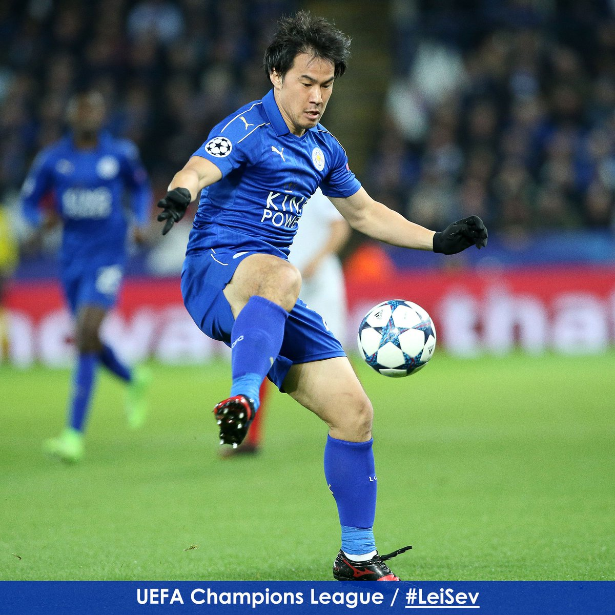 Shinji Okazaki finds space to turn in the early stages at Leicester City Stadium