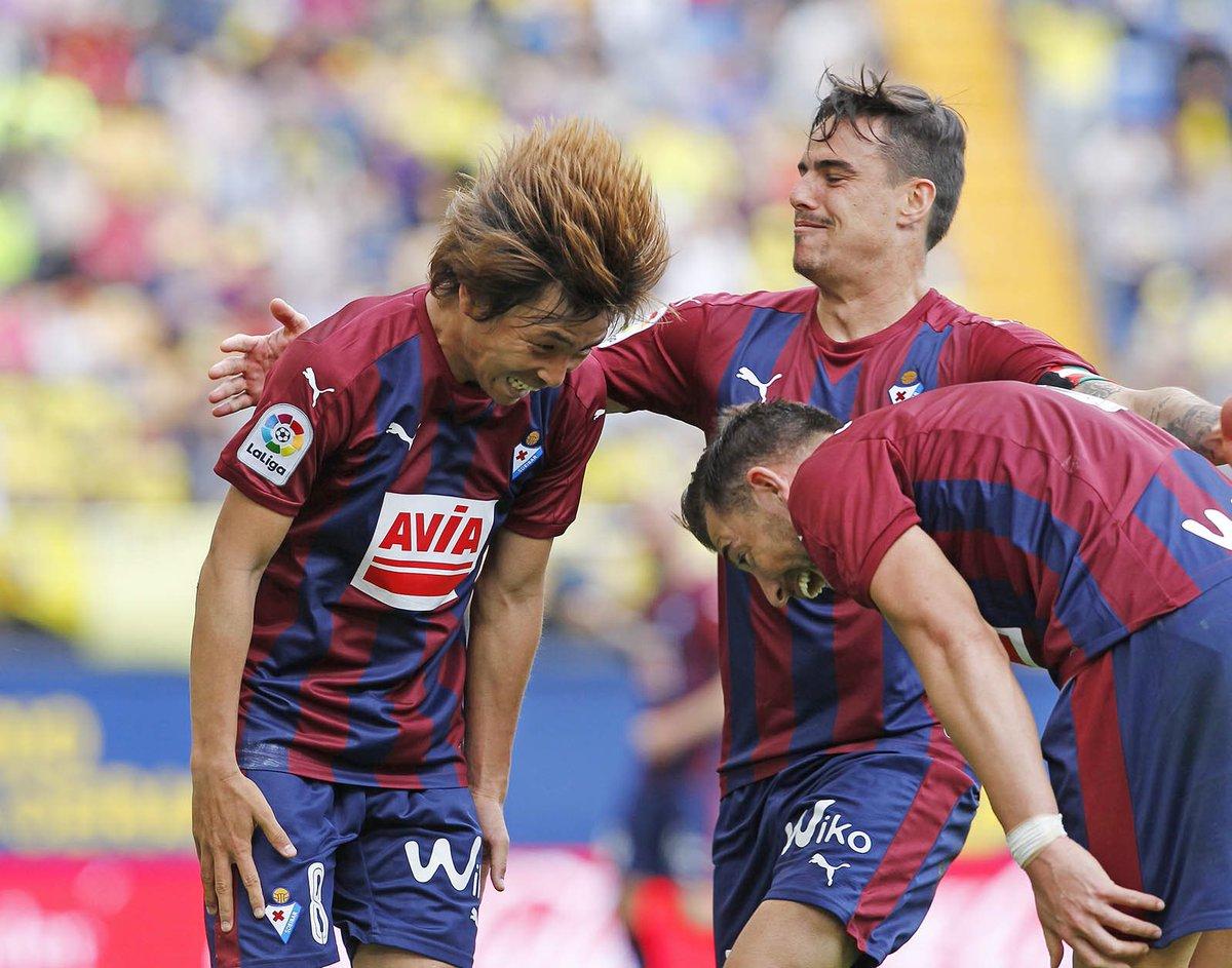 inui takashi goal celebration with his teammates