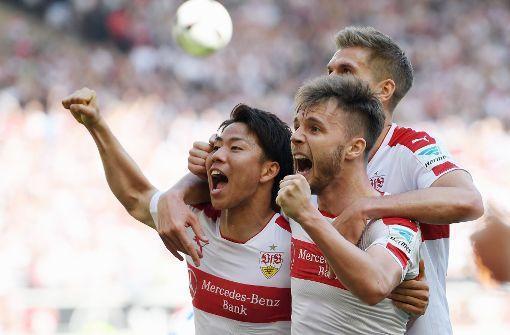 Derbysieg gegen Karlsruhe Asano schießt den VfB an die Tabellenspitze