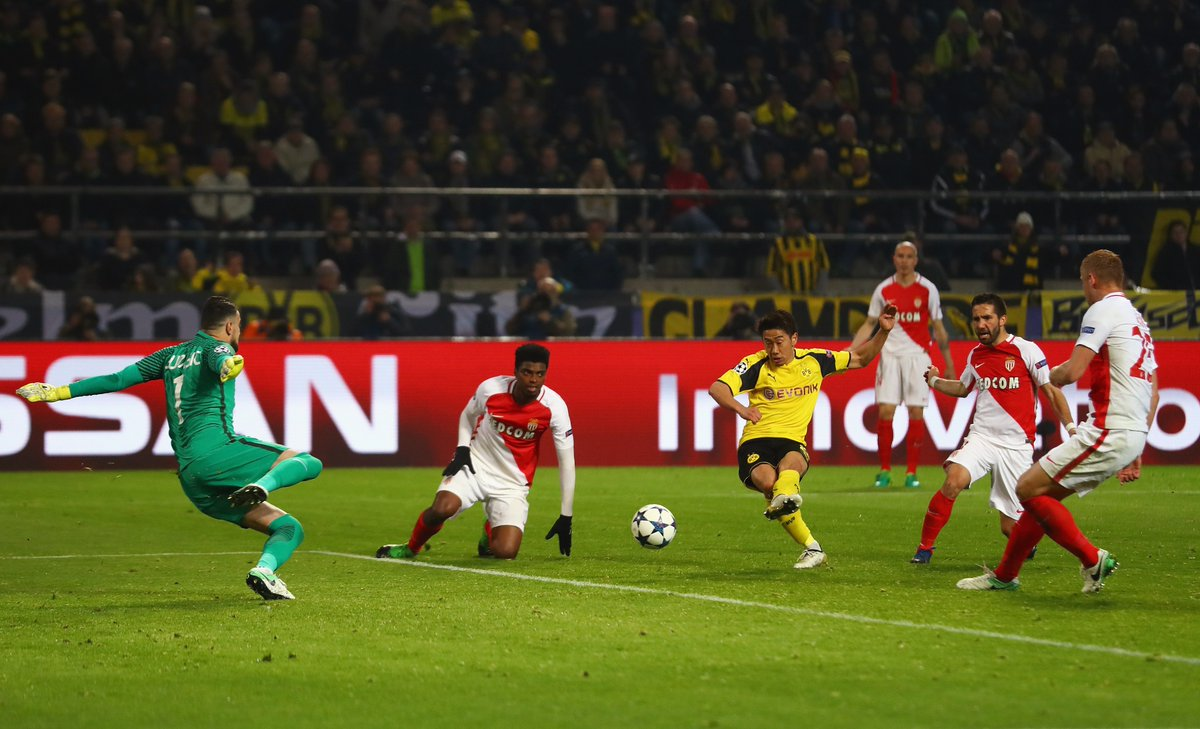 Kagawa keeps his cool to slot home his third #UCL goal of the season