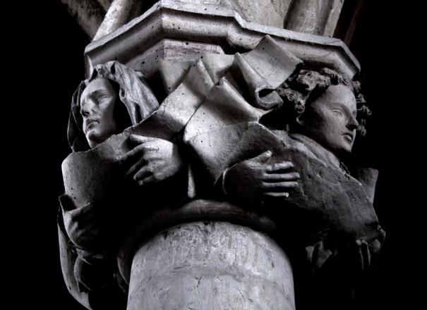 顔 柱 彫刻