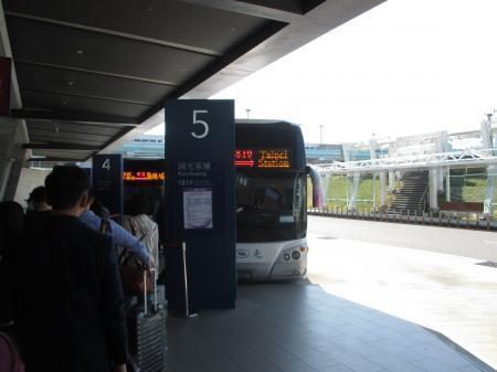桃園空港バス乗り場