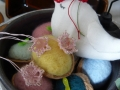 ナンフェア タティングレースのお花と小鳥のブローチ