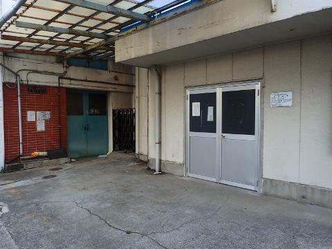 その前に、関水金属東京工場を外から見ました。