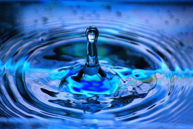 水とお湯の注ぐ音