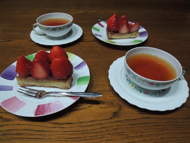 紅茶と苺タルト