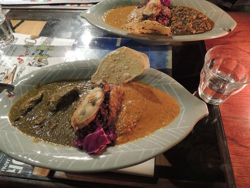 牡蠣カレーとチキンカレーの合いがけ