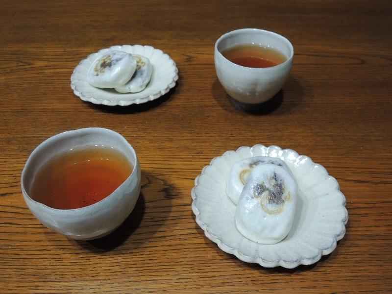 親玉饅頭とほうじ茶