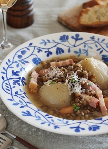 新玉ねぎとレンズ豆のスープ煮