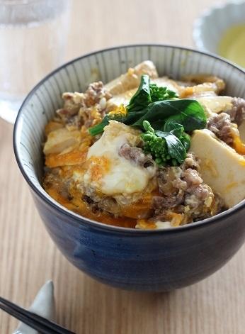 牛肉と厚揚げの卵丼1