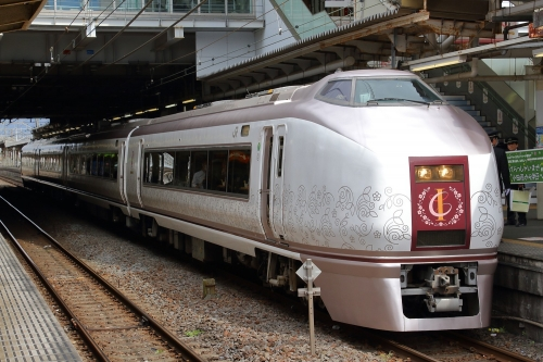 伊豆クレイル 小田原駅