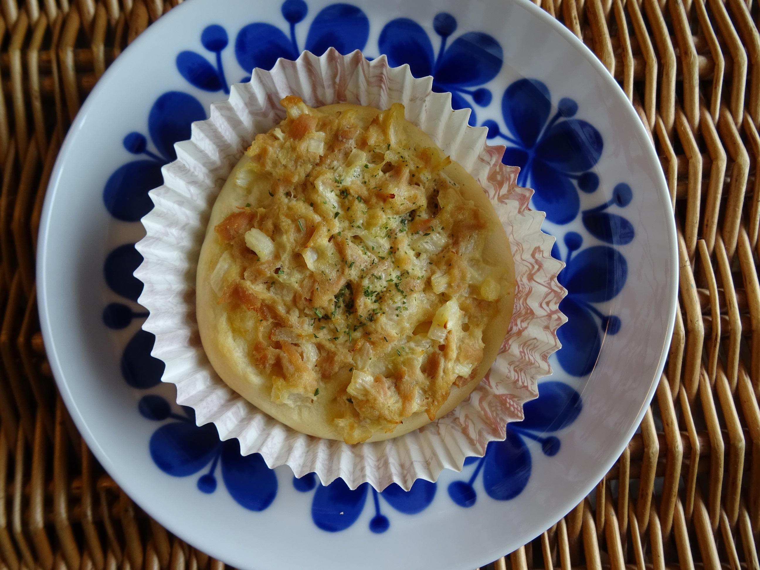 カップパン(ツナマヨ&バナナクリーム)1