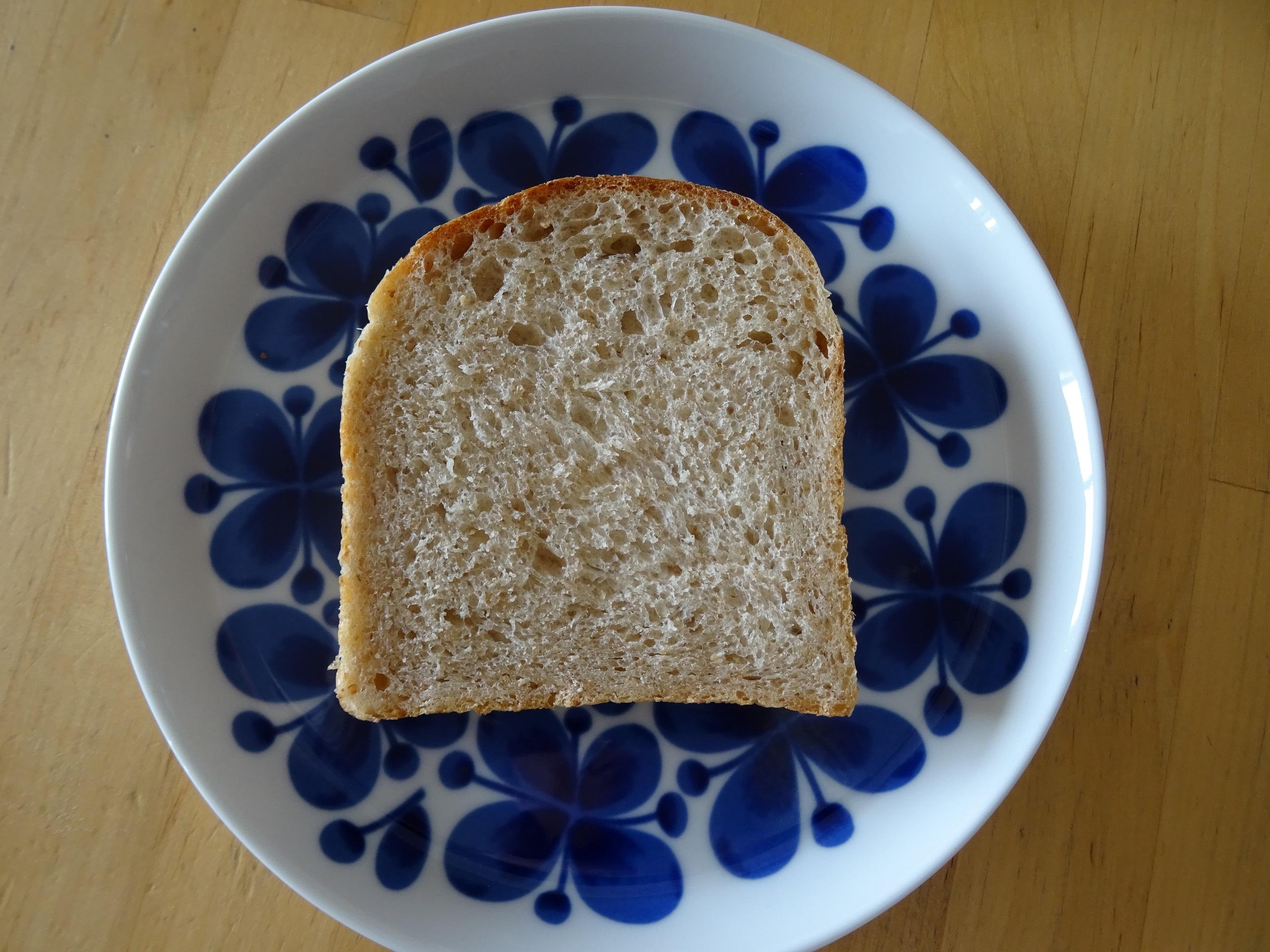 自家製酵母のライ麦食パン2