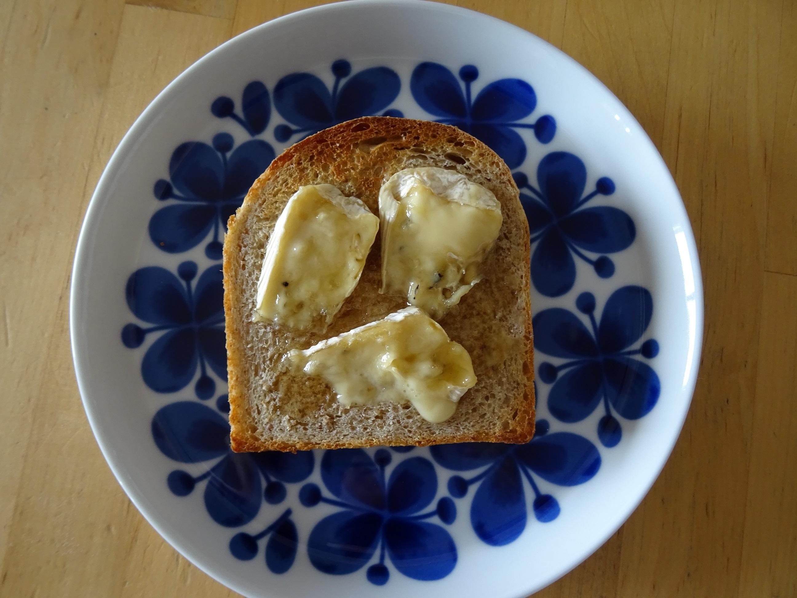 自家製酵母のライ麦食パン3