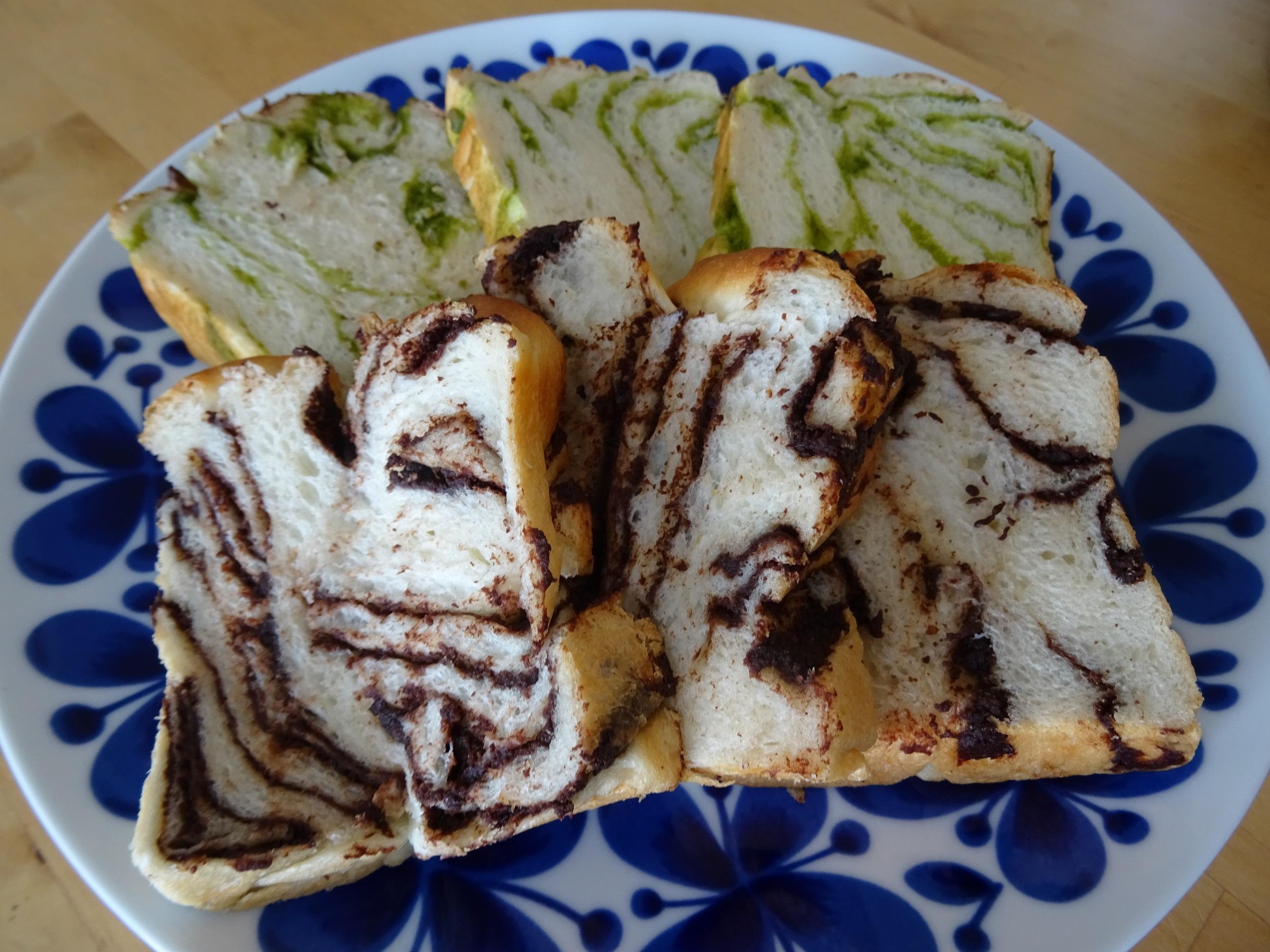 チョコと抹茶の折込パン1