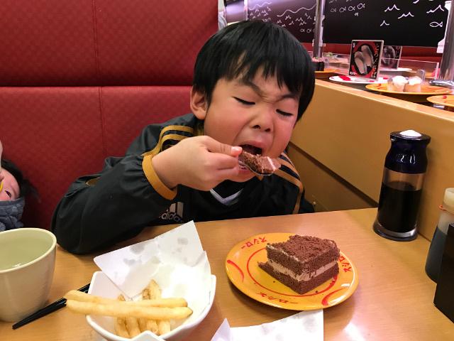 ケーキを食べる陸ちゃん