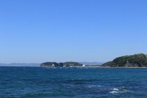 穏やかな海、一点の曇りなき空