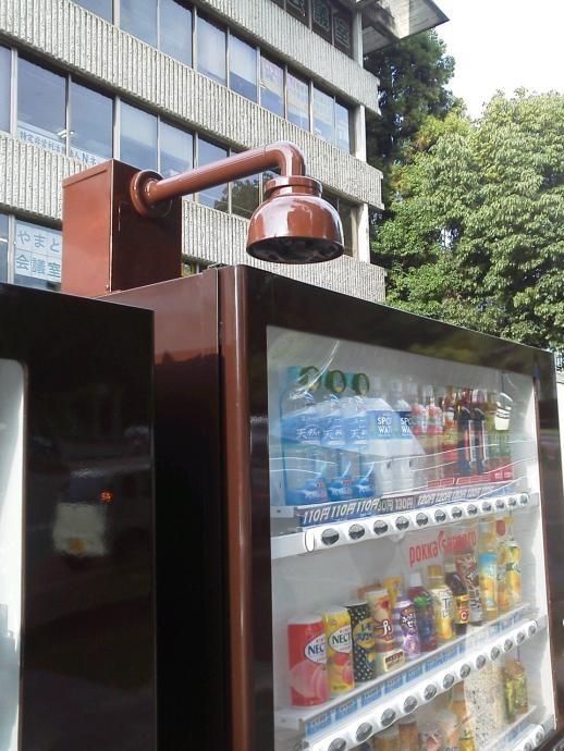奈良公園一帯に生息する国の天然記念物「奈良の鹿」を守ろうと、近鉄奈良駅近くにカメラが付いた自動販売