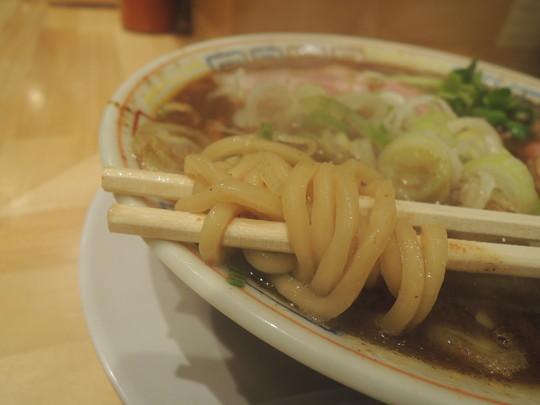 サバ醤油そばの麺