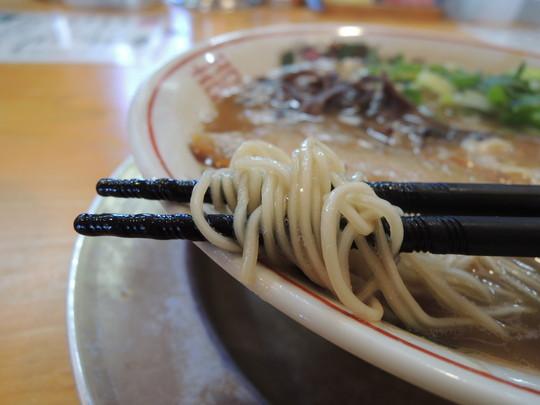 濃豚骨の麺