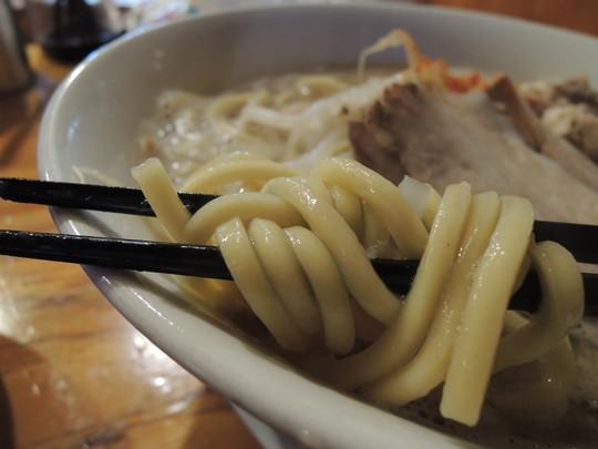 豚骨にぼ次郎(200g)の麺