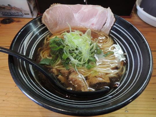 しょうゆらーめん(700円)