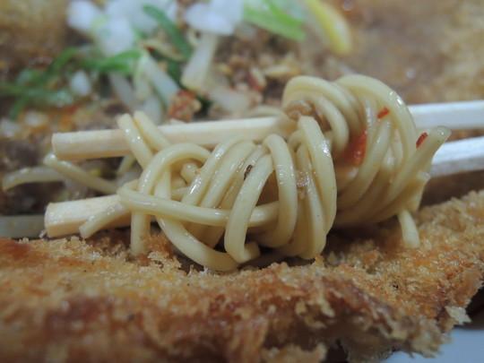 バリかつジェットの麺