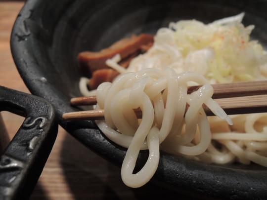 もつつけめん(1.5玉)の麺