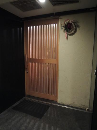 北野坂 奥(地下の店舗入口)