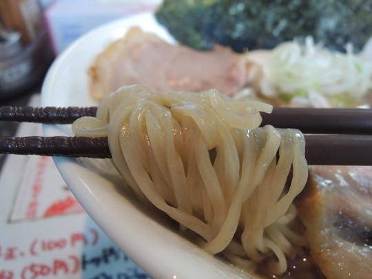 カキ正油らぁ麺の麺